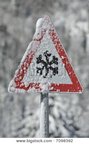 warning sign of snow and ice