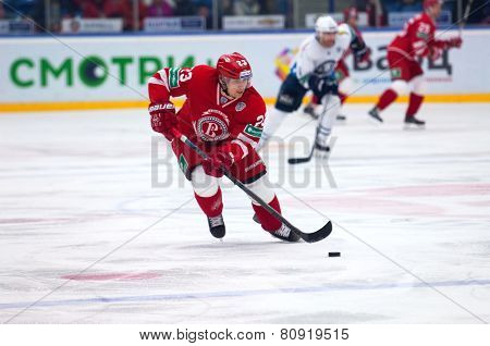 Dmitry Shitikov (23) Dribble