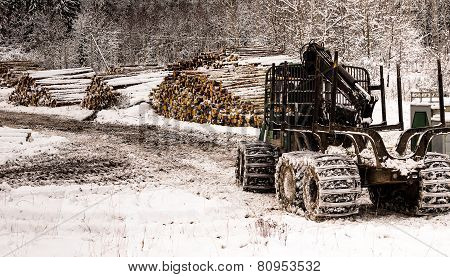Forestry machine in front of lumber