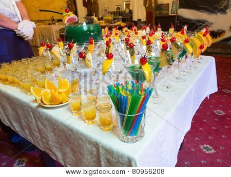 Catering - Alcohol Cocktails With Wine Bowl And Straws