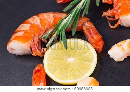 unshelled shrimps