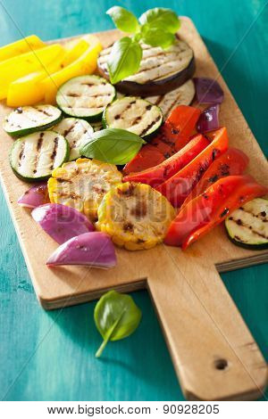 healthy grilled vegetables on chopping board