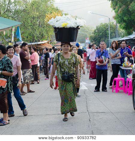 Mon flowers vendor near Mon bridge