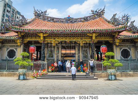 tourist and believers come to Longshan Temple, Taiwan. It is one of the oldest Traditional Temple in