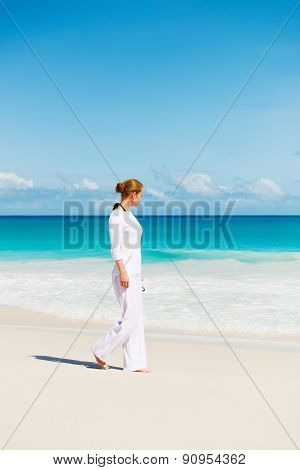 Young woman on the sand near the ocean