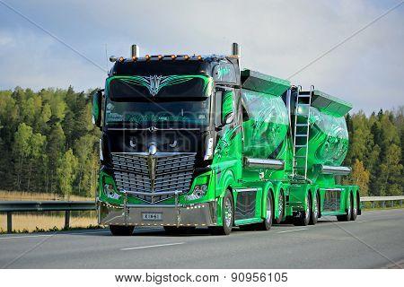 Show Truck Highway Hero On The Road