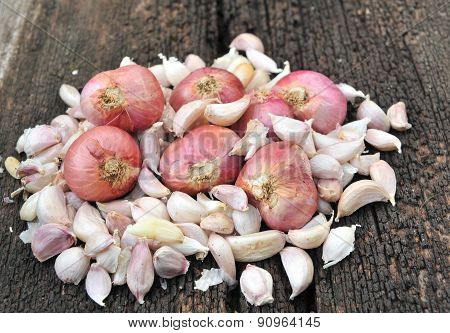 shallots  garlic on wood background