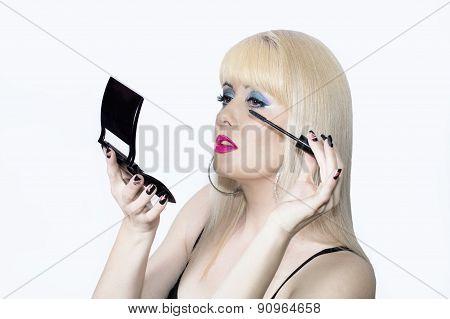 The Blonde Makes Up Eyelashes