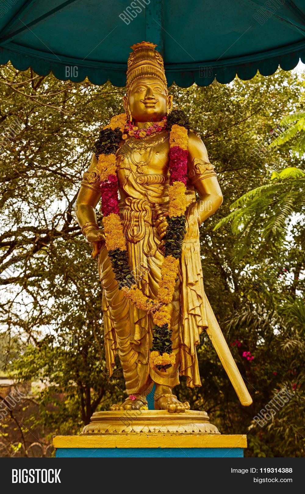Statue King Raja Raja Chola Outer Image Amp Photo Bigstock