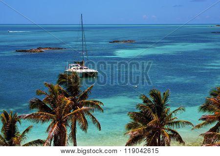 Costline Boat Catamaran In The  Blue Lagoon Relax    Isla Contoy  Mexico