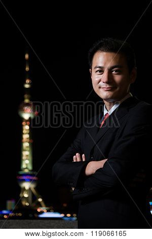 Businessman and the oriental pearl tower