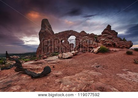 Turret Arch at sunrise, Arches National Park, Utah, USA