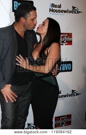 LOS ANGELES - DEC 3:  Mauricio Umansky, Kyle Richards at The Real Housewives of Beverly Hills Premiere Red Carpet 2015 at the W Hotel Hollywood on December 3, 2015 in Los Angeles, CA