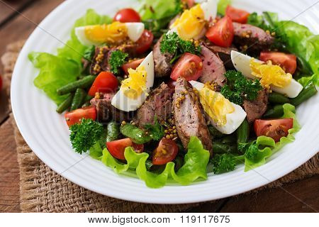 Warm Salad With Chicken Liver, Green Beans, Eggs, Tomatoes And Balsamic Dressing
