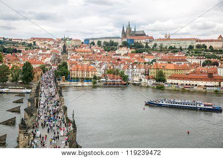 Pargue, view of the Lesser Bridge Tower of Charles Bridge (Karluv Most) and Prague Castle, Czech Republic.