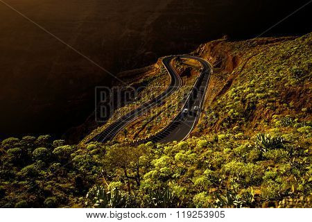 Serpantine mountain road