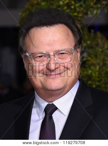 LOS ANGELES - FEB 01:  Wayne Knight arrives to the