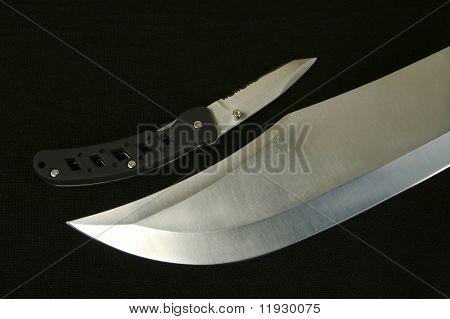Cuchillos de caza de grandes y pequeños