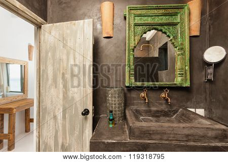 Luxury Bathroom With Traditional Decoration