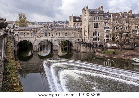 BATH, UK - APRIL 8: Pulteney Bridge in Bath United Kingdom on April 8, 2012. Pulteney Bridge crosses the River Avon in Bath sesigned by Robert Adam in a Palladian style.
