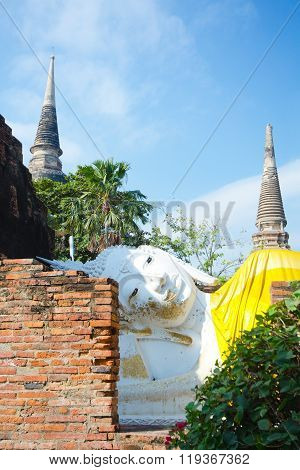 Temple Ruin, Reclining BudWat Yai Chai Mongkol at Ayutthaya, Thailand
