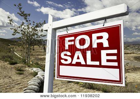Sinal de venda imóveis e lotes vazios de construção - pronto para a sua própria mensagem.