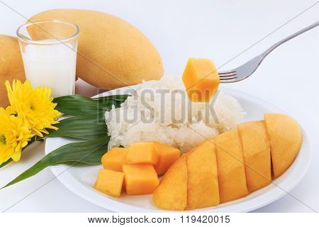 Thai Sweet Sticky Rice With Mango, Glutinous Rice Eat With Mangoes.