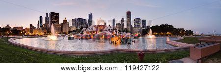 Chicago, Il/usa - Circa July 2015: Buckingham Fountain At Grant Park In Chicago,  Illinois