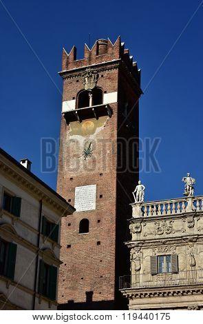 Torre Del Gardello In Piazza Delle Erbe