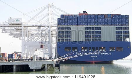 Cma Cmg Benjamin Franklin Loading At The Port Of Oakland