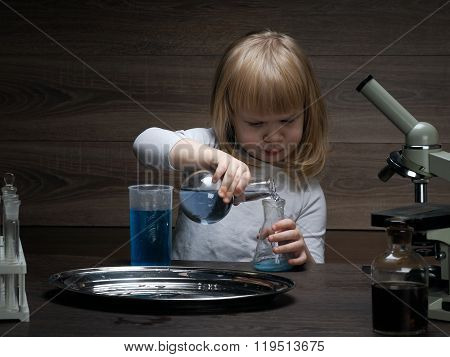 Little baby and chemical experiments