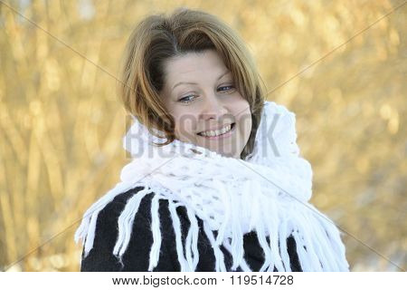 The Russian woman in shawl on his shoulders