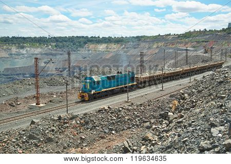Mining Train On The Opencast