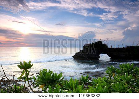 Batu Bolong, Tanah Lot Bali
