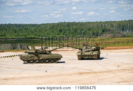 T-80 tanks crossed guns