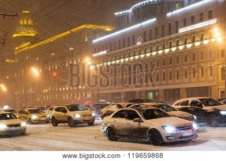 Street Traffic In Snowfall On Garden Ring