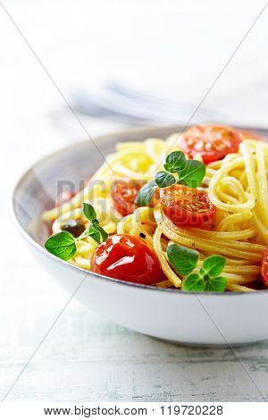 Linguine with cherry tomatoes and herbs