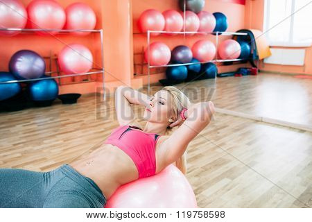 girl  strain her abs  at  fitness workout