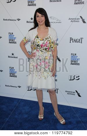 LOS ANGELES - FEB 27:  Illeana Douglas at the 2016 Film Independent Spirit Awards at the Santa Monica Beach on February 27, 2016 in Santa Monica, CA