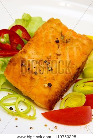 Roasted salmon fillets with fresh salad.
