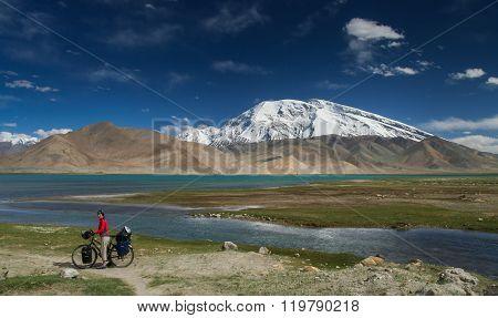 Cyclist at Kara Kul lake