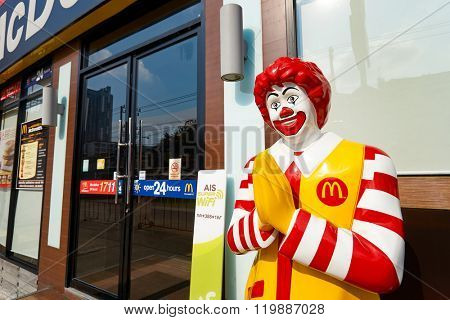 PATTAYA, THAILAND - FEBRUARY 19, 2016: Ronald McDonald character near entryway to McDonald's restaurant. Ronald McDonald is a clown character used as the primary mascot of the McDonald's restaurants.