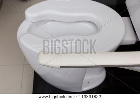 Lavatory Toilet For Elderly People