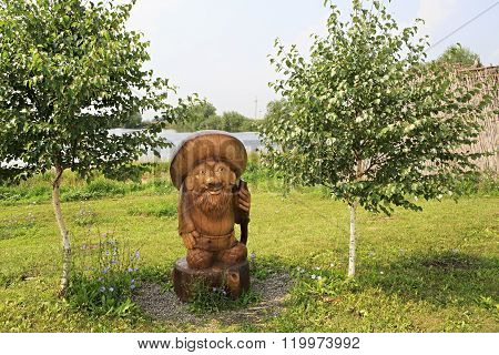 Old man Borovichok. Wooden sculptures based on Pushkin's fairy tales.