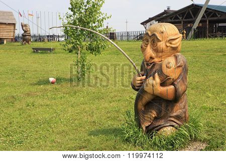 Wooden sculpture based on Pushkin's fairy tales.