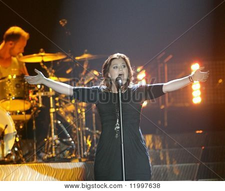 ATLANTIC CITY, NJ - OCTOBER 10: Singer Kelly Clarkson gestures as she performs at the Trump Taj Mahal on October 10, 2009 in Atlantic City, NJ.