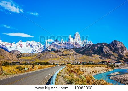 The road to majestic Mount Fitz Roy. Argentine Patagonia. The sunny autumn day in February