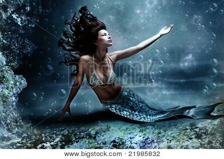 mitologia sendo, sereia em cena subaquática, compilação de foto