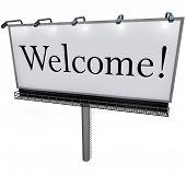 Постер, плакат: Большой белый billboard с словом приветствия приветствует вас на новое место окрестности компанию или s
