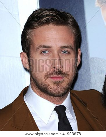 LOS ANGELES - FEB 05:  Ryan Gosling arrives to the